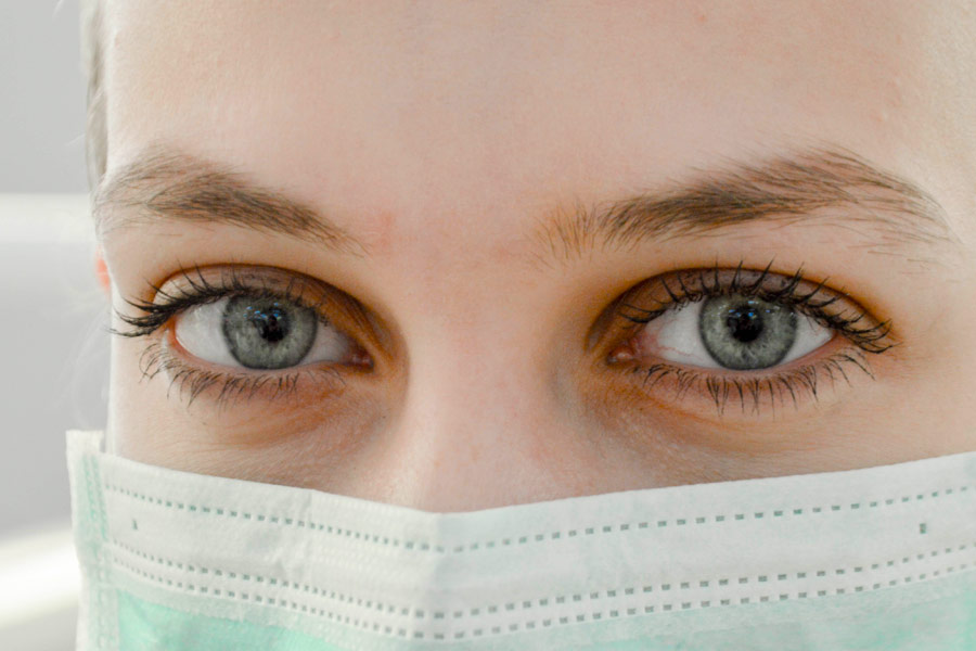 Female healh care working wearing a surgical mask
